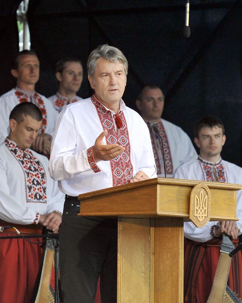 Виктор Ющенко ввёл в среде украинской элиты моду на разный этнографический шароварный хлам.