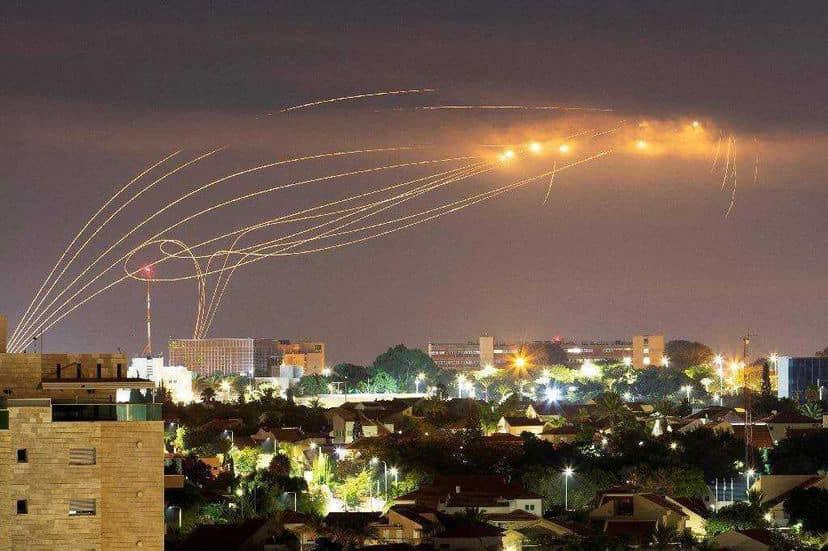 Перехват израильской системой ПВО-ПРО «Железный купол» палестинских ракет.
