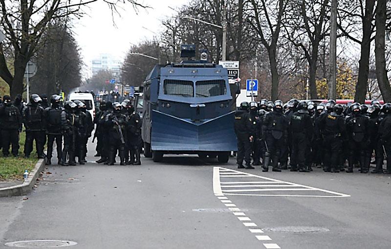Александр Лукашенко по итогам «общения» с несистемной оппозицией практически до упора закрутил у себя гайки.