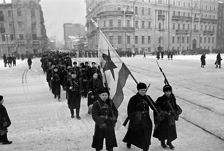 Отряд моряков идёт защищать Москву. 1941 год.