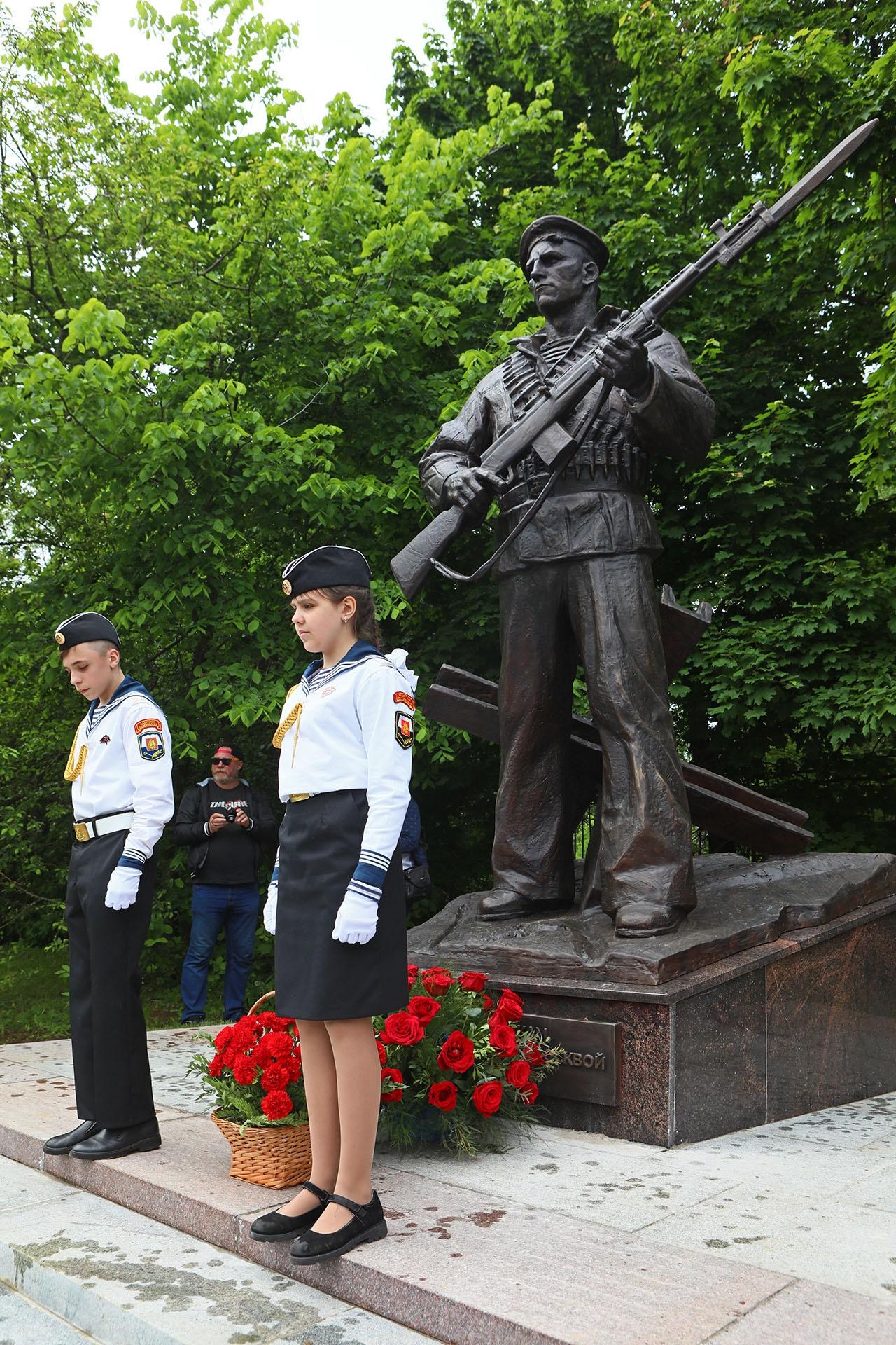 Мы помним: в почётном карауле внуки тех, кто отдал свою жизнь в битве за Москву.
