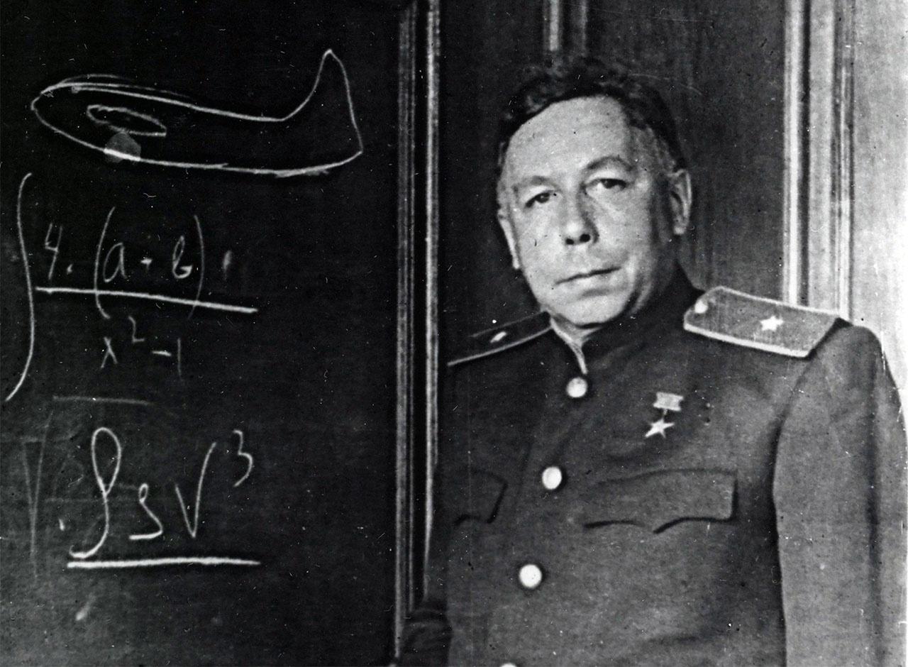 Семён Алексеевич Лавочкин - советский авиационный конструктор генерал-майор, дважды Герой Социалистического Труда.
