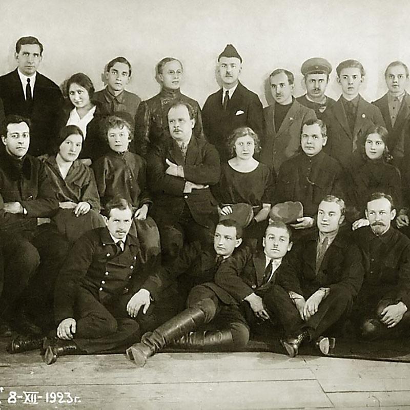 Сотрудники конструкторского отдела авиазавода № 1 (ДУКС). Д.П. Григорович (в центре).