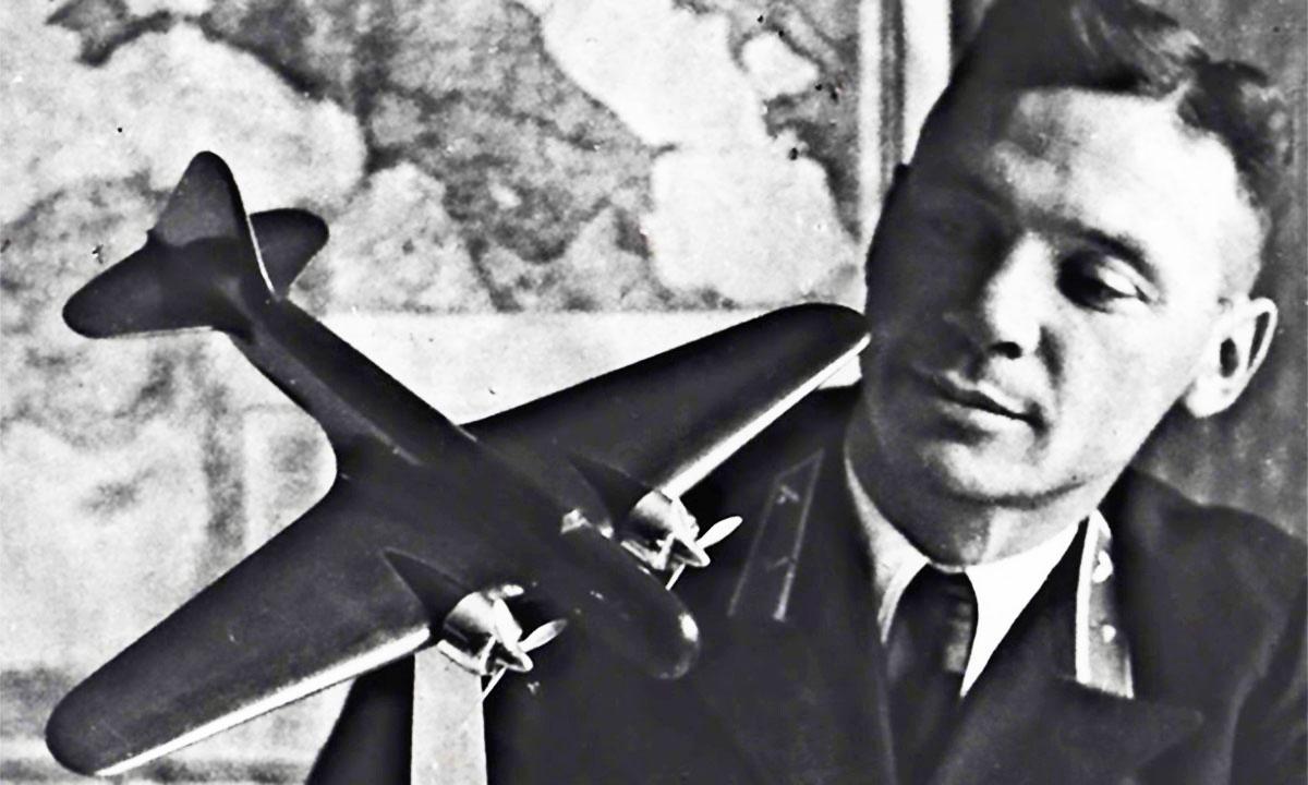 Легендарный пилот Владимир Коккинаки.