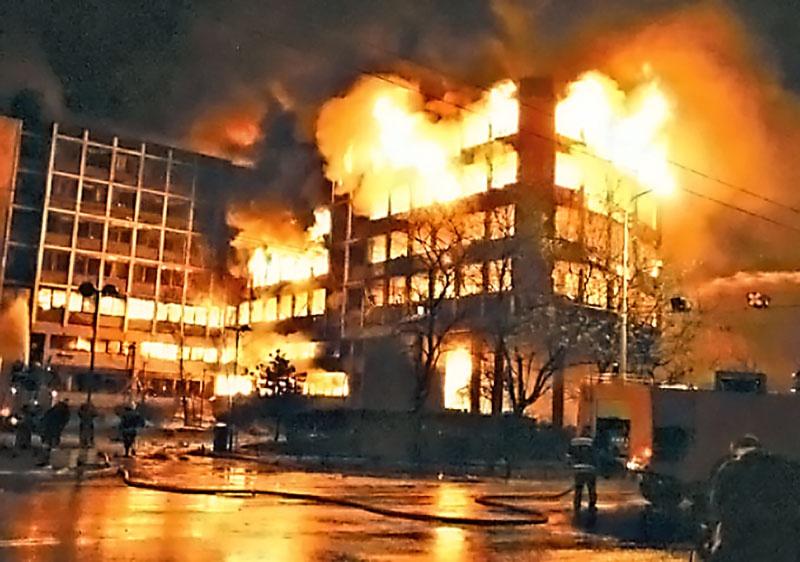Основываясь на принципах демократии, прав человека и верховенства закона, НАТО бомбила Югославию в 1999 году.