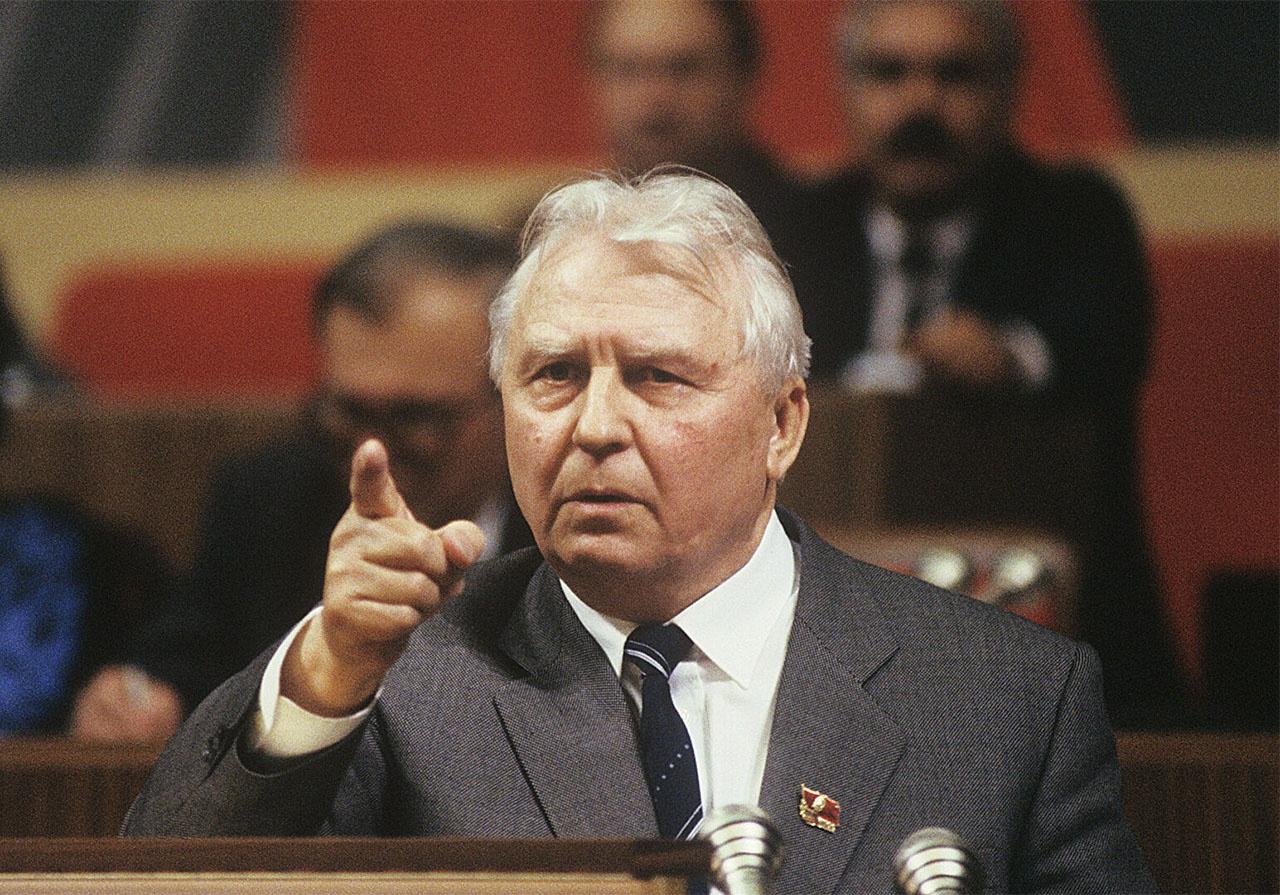Егор Кузьмич Лигачёв был одним из главных борцов за трезвость в СССР.