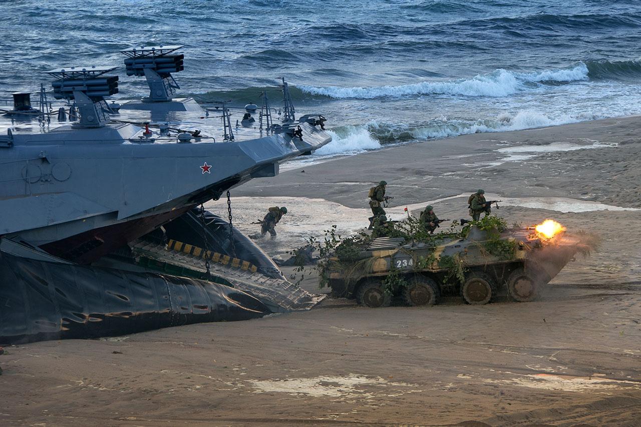 Моряки-балтийцы готовы к отражению любого внезапного удара.