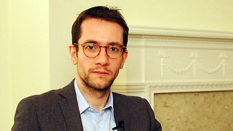Слишком молодой, неопытный, и.., но амбициозно настроенный автор доклада, Мэтью Булег утверждает, что «естественное состояние Москвы - это конфронтация с Западом...»