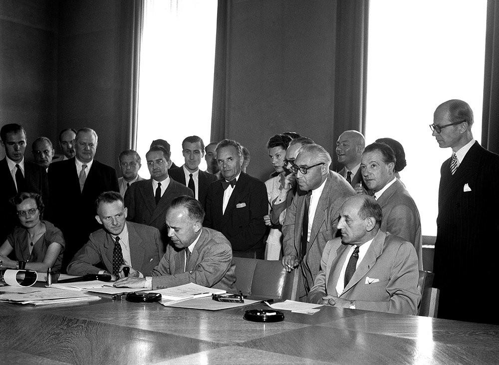 Подписание конвенции ООН о статусе беженцев 28 июля 1951 года в Женеве.