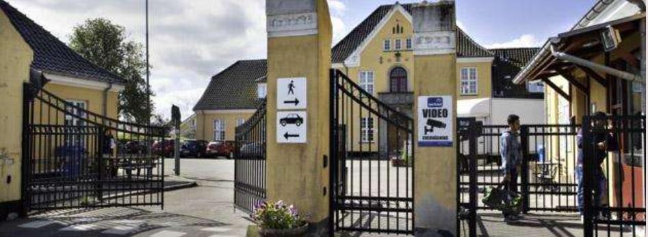 Не самые плохие условия в Центре по приёму беженцев в Сандхольме, Дания.
