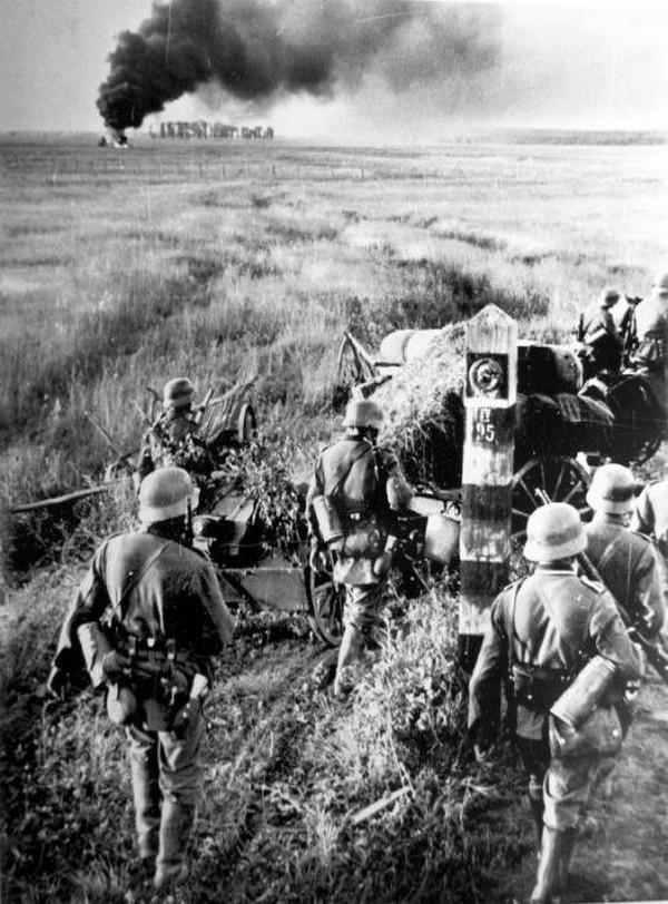 Войска вермахта пересекают государственную границу Советского Союза 22 июня 1941 года.