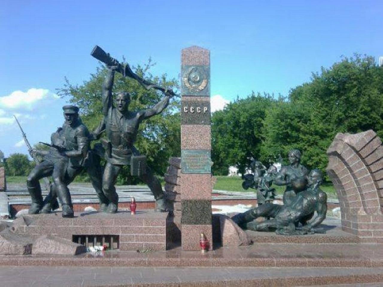 Памятник героям-пограничникам в Бресте.