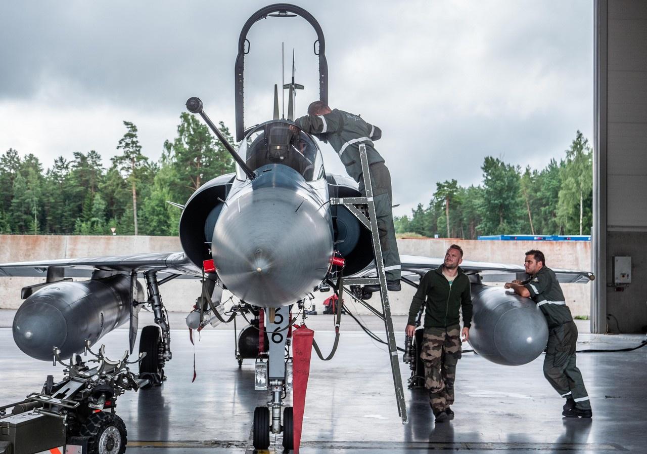 Пентагон не собирается прекращать операцию ВВС НАТО «Балтийское воздушное патрулирование» в четырёх государствах альянса, которые используют самолёты «двойного назначения», то есть способные нести на борту ядерное оружие.