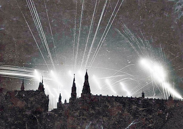 Ночной бой в небе Москвы.