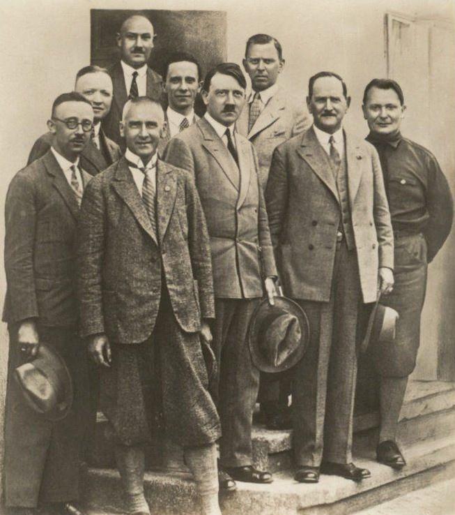 Гитлер и руководство НСДАП «откормились» на средства мировой закулисы.