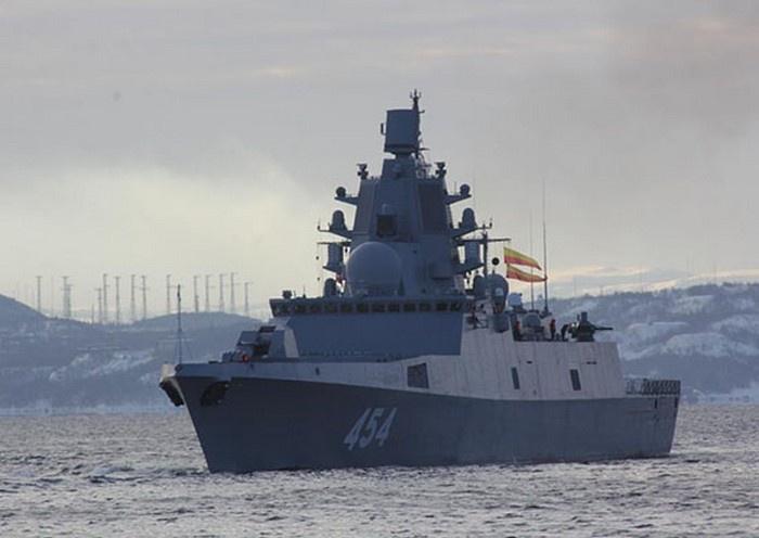 Расчёты ПВО фрегата «Адмирал Горшков» выполнят стрельбу в Баренцевом море.
