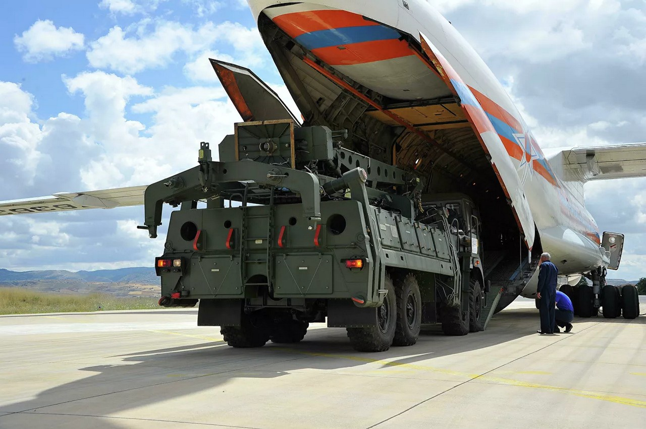 Поставка зенитной ракетной системы С-400 в Турцию.