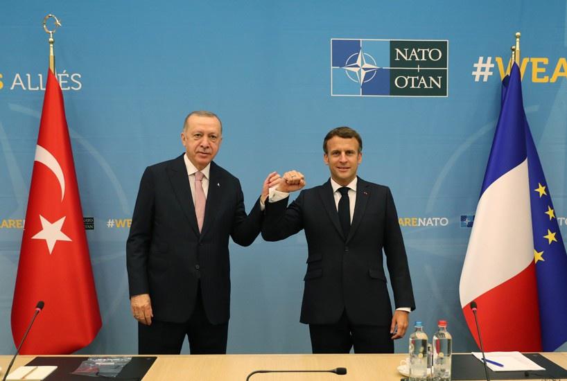 Эрдоган заявил об успешных переговорах с Макроном.