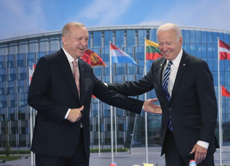 На полях саммита НАТО было разыграно что-то вроде фарса под названием «Возвращение блудного сына».
