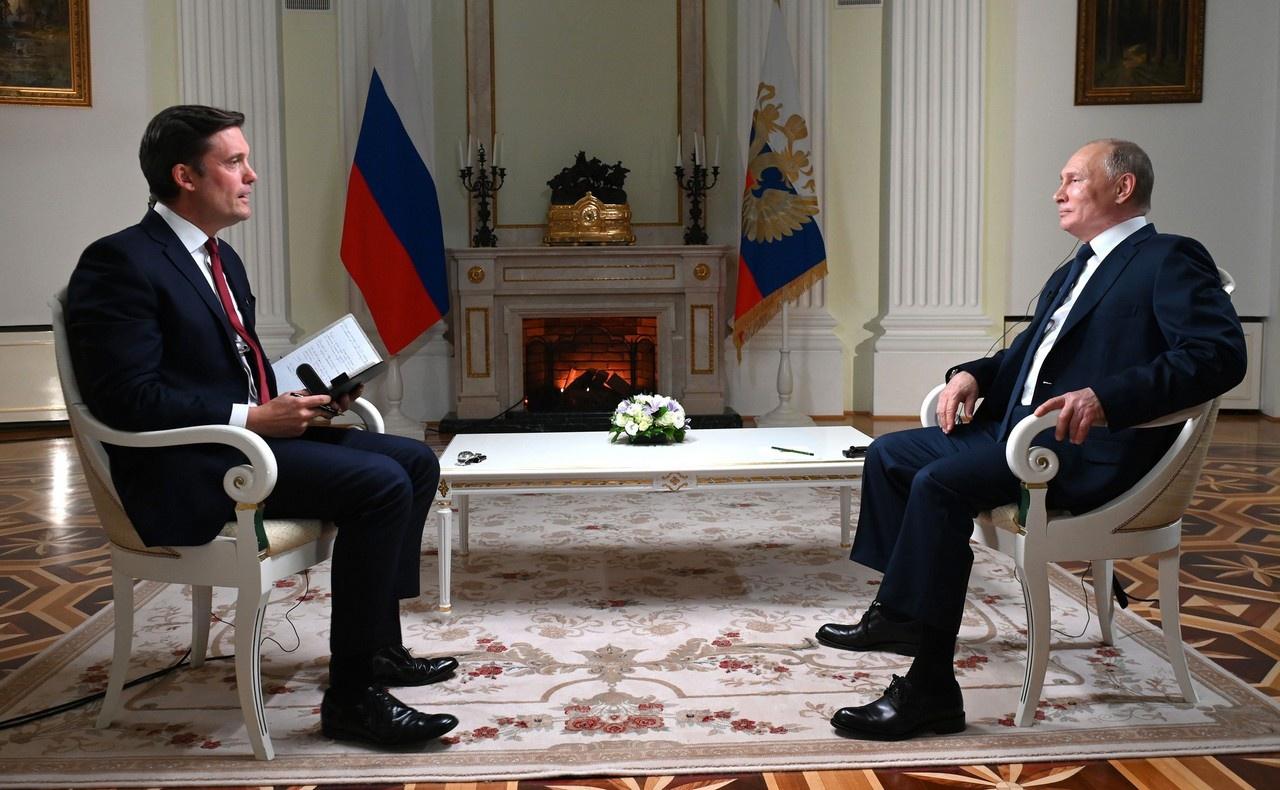 Владимир Путин во время интервью американской телекомпании NBC.