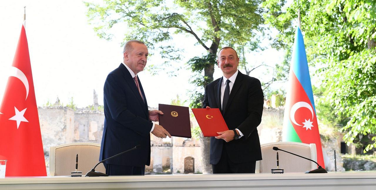 Не случайно уже через два дня после встреч в Женеве глава Турции оказался в Азербайджане, где подписал вместе с президентом республики Ильхамом Алиевым Шушинскую декларацию.