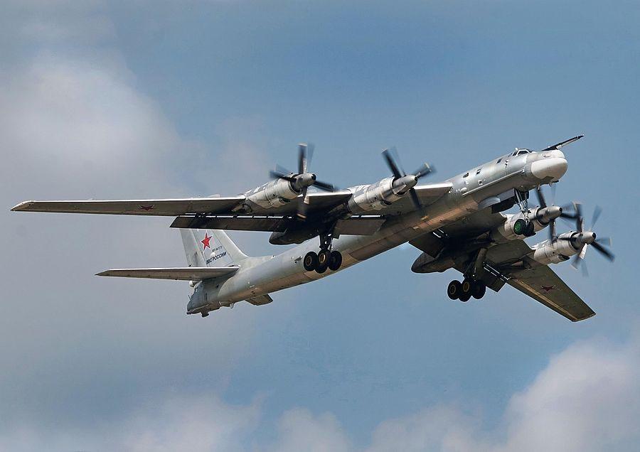 Стратегический бомбардировщик Ту-95 на вооружении отечественных ВВС с 1957 года.