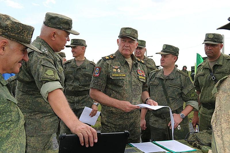 Командующий войсками Южного военного округа (ЮВО) генерал армии Александр Дворников.