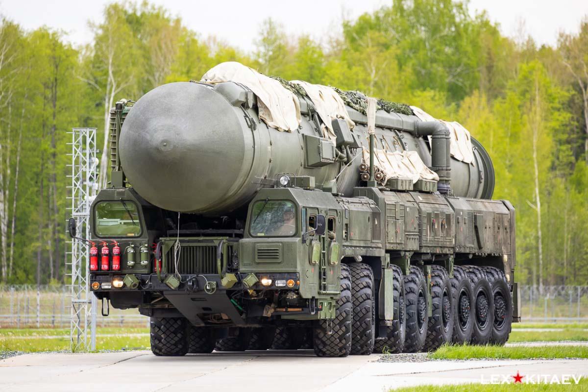 Вывод подвижных грунтовых ракетных комплексов (ПГРК) «Ярс» на учебно-боевые позиции.