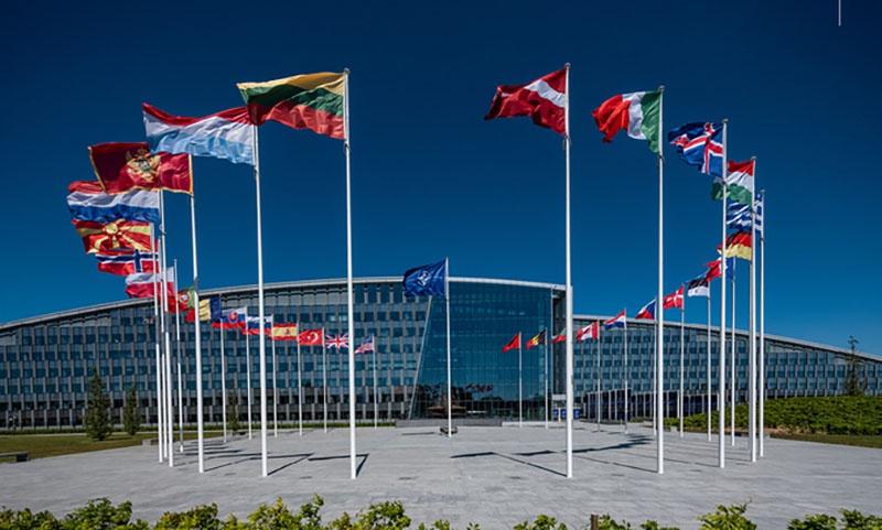Сплочённость в НАТО подразумевает единую позицию в политике, экономике и военном противостоянии «угрозам».