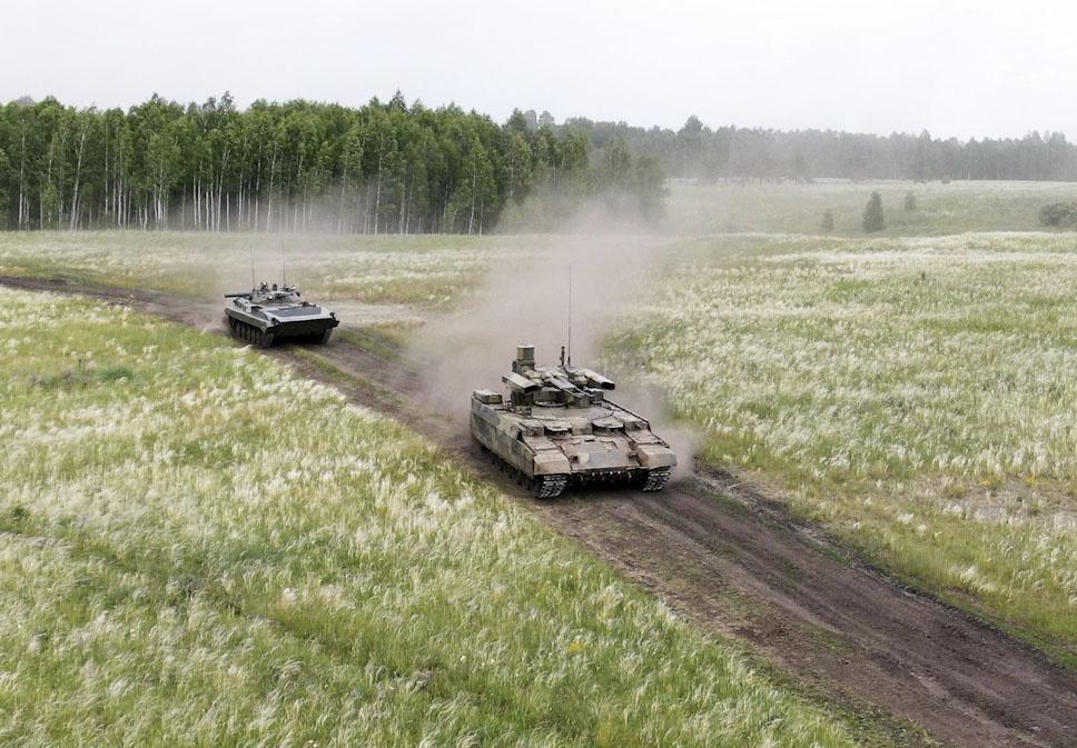 БМПТ «Терминатор» - многоцелевая высокозащищённая боевая гусеничная машина огневой поддержки.