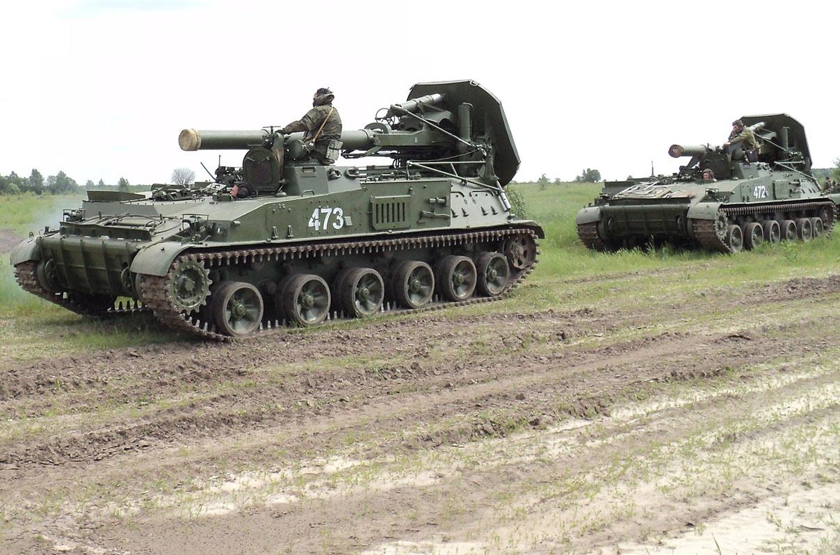 Самоходно-миномётная батарея (2С4) на марше.