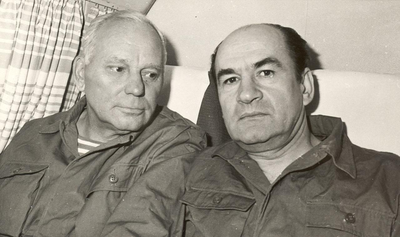 Дорога домой. Генерал-майор Александр Лазаренко (слева).
