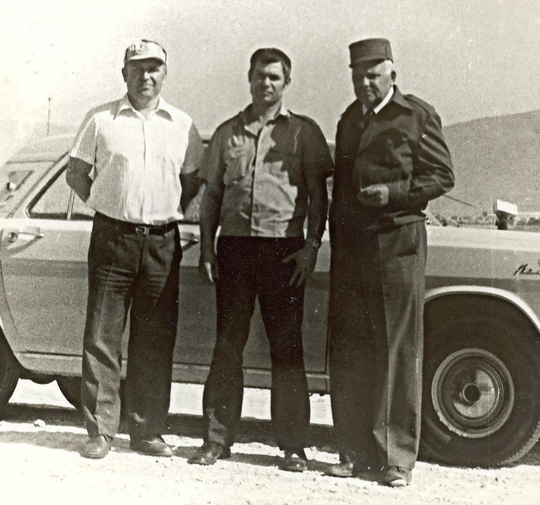 Полковник Александр Лазаренко (справа) в Афганистане.