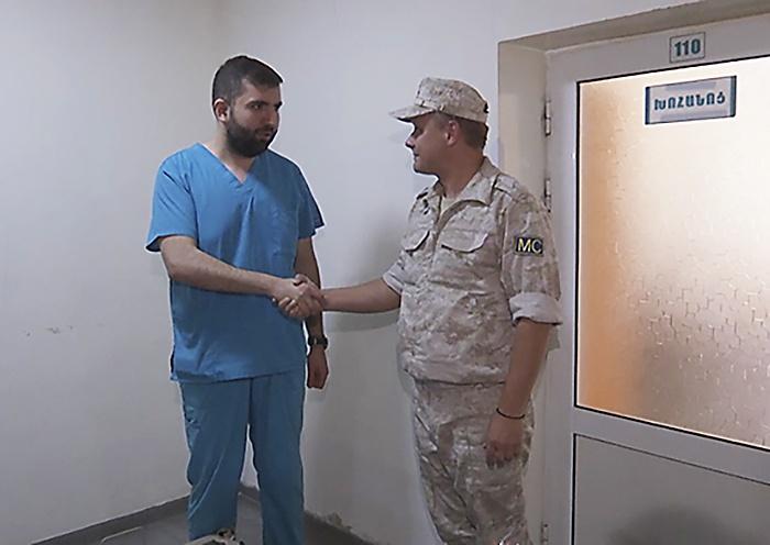 Российские миротворцы передали специализированное медицинское оборудование для детской больницы в Нагорном Карабахе.