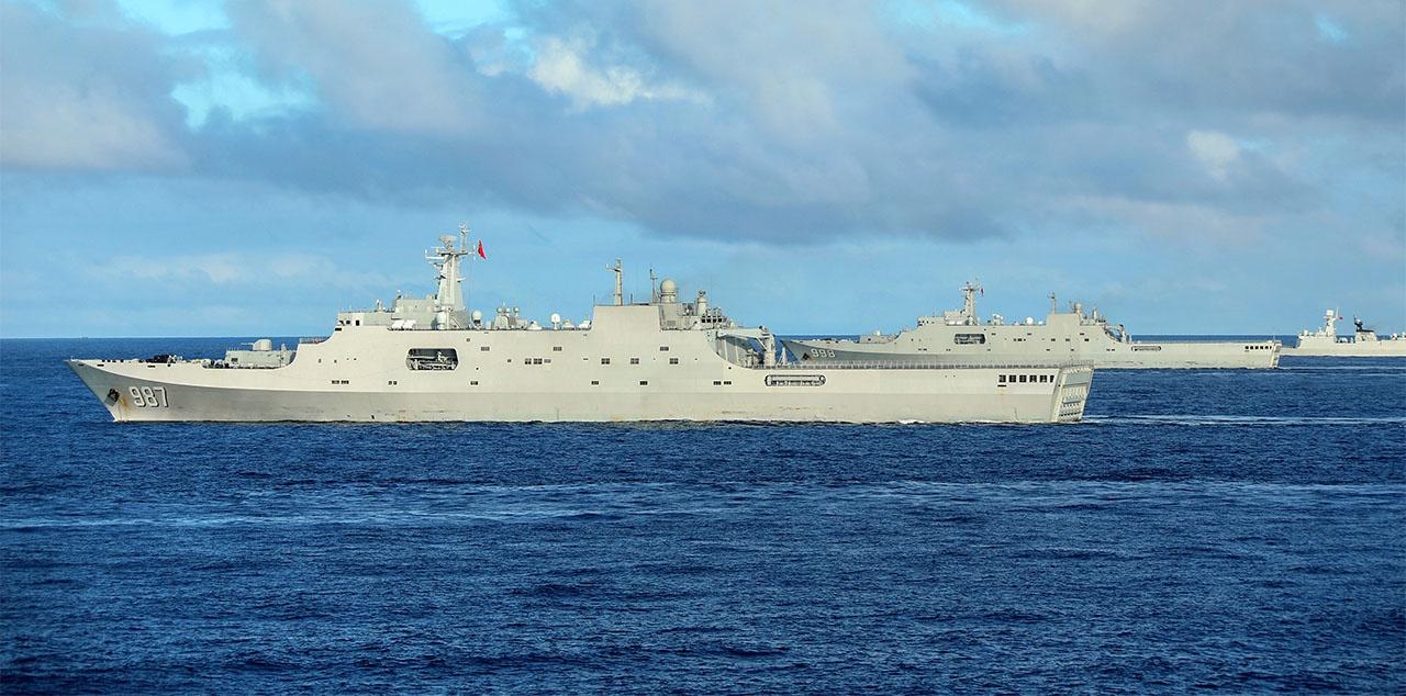 Десантные десантные корабли Wuzhishan (корпус 987), Kunlunshan (корпус 998) и Changbaishan (корпус 989).