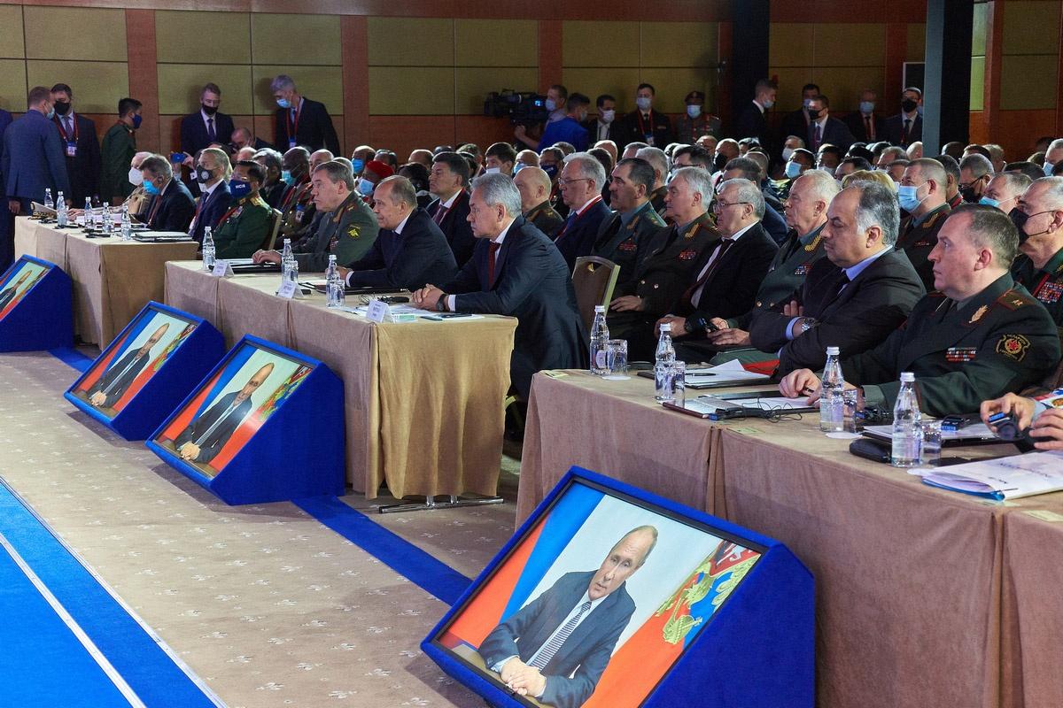 Конференция открылась видеообращением президента России Владимира Путина.