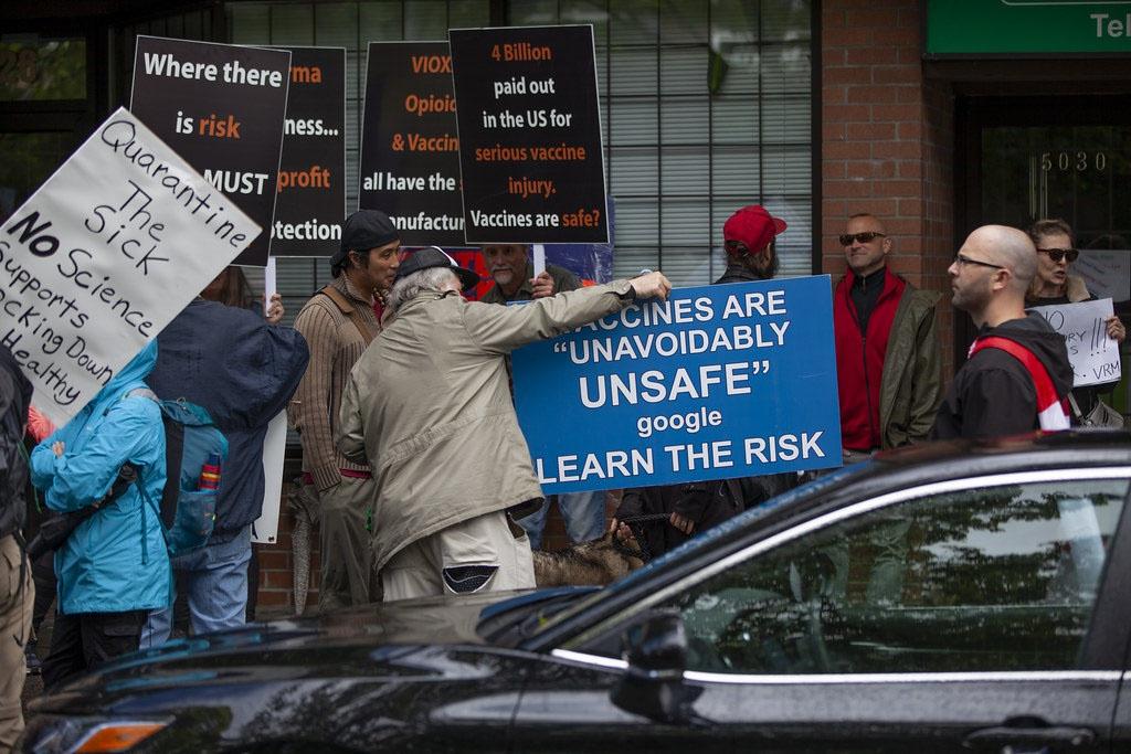 Протесты антипрививочников против опасности вакцин проходят во всём мире.