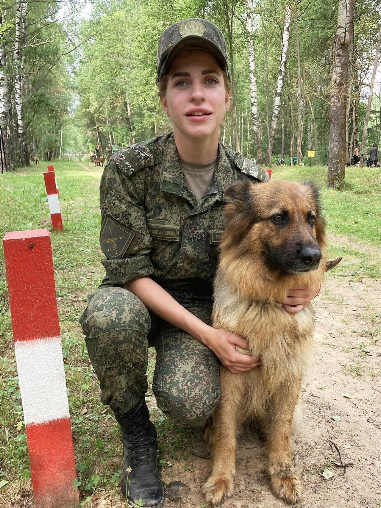 Среди военнослужащих-женщин победу одержала младший сержант Юлия Полянцева из команды Восточного военного округа.