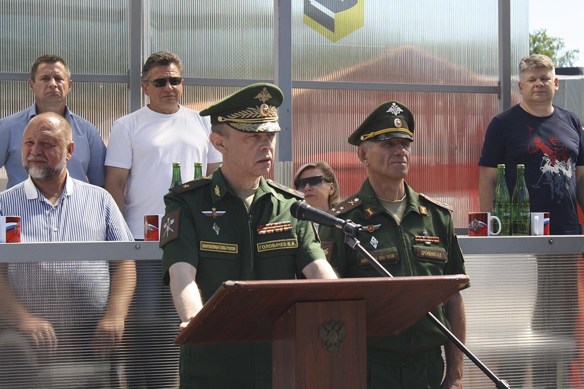 Начальник Управления службы войск и безопасности военной службы Министерства обороны России генерал-майор Владимир Головачёв.