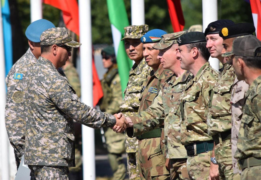 Казахстан с 2003 года совместно с США и Британией регулярно проводит военные учения «Степной орёл».