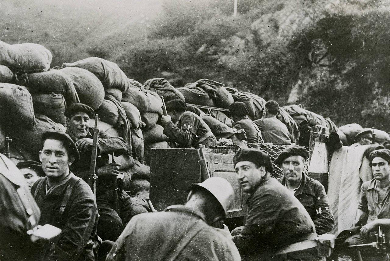 Республиканские солдаты на передовой.