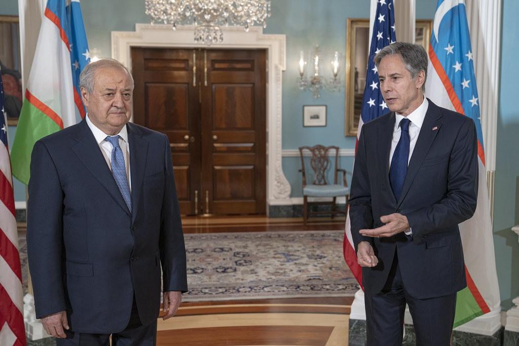 Госсекретарь Энтони Блинкен встречается с министром иностранных дел Узбекистана Абдулазизом Камиловым в Государственном департаменте США.