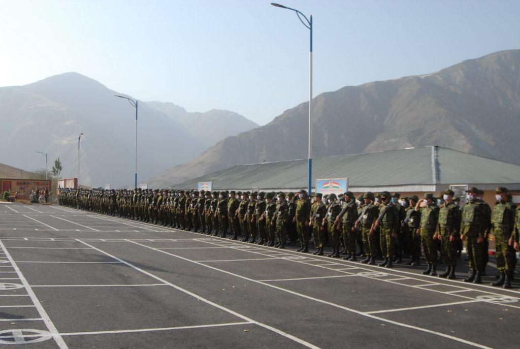 В Таджикистане даже объявлено о призыве 20 тысяч резервистов на случай прорыва афганских исламистов в эту страну.
