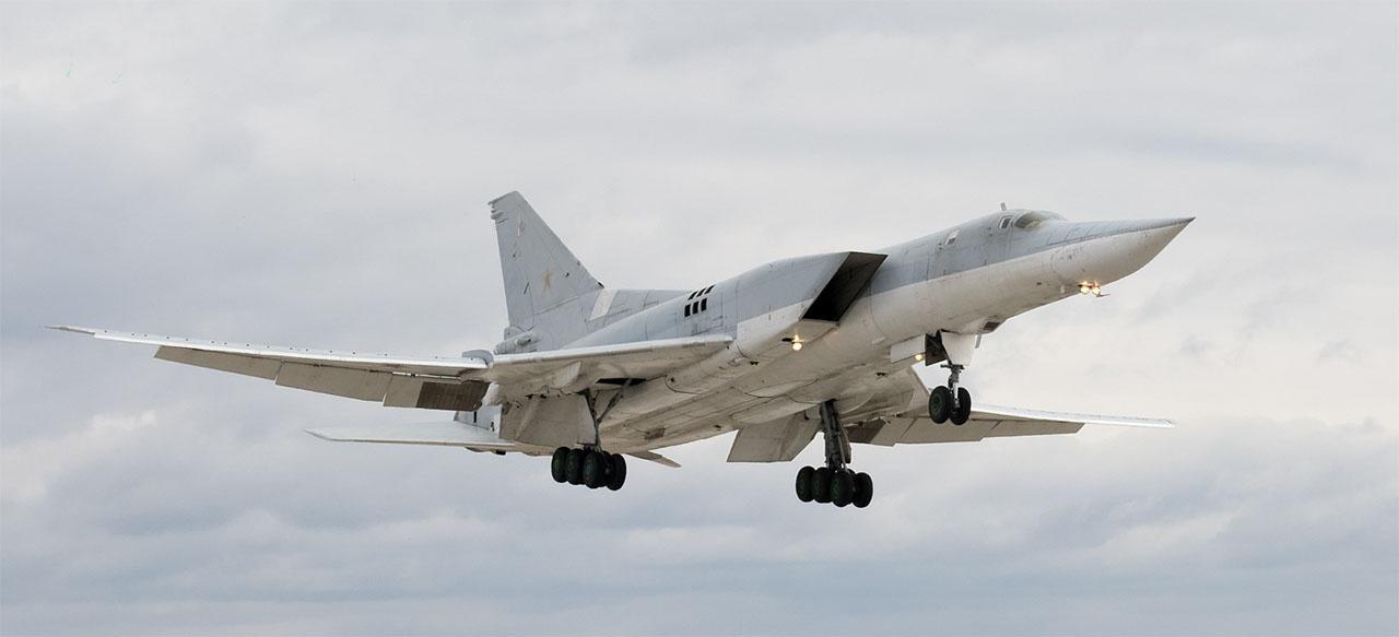 Экипажи дальних сверхзвуковых бомбардировщиков Ту-22М3 выполнили перелёт с аэродрома постоянного базирования в Прибайкалье на оперативный аэродром в Амурской области.