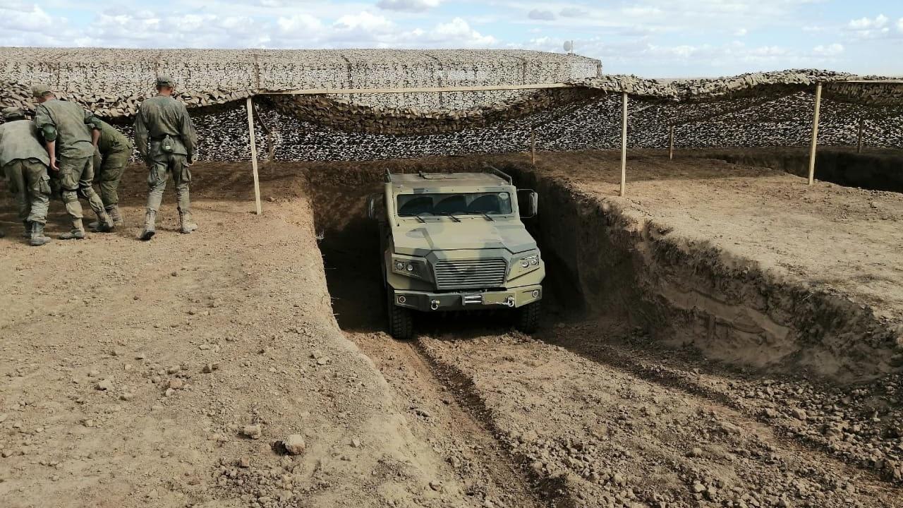 Испытания многоцелевого бронеавтомобиля «Стрела» и защищённого автомобиля-амфибии «Стрела».