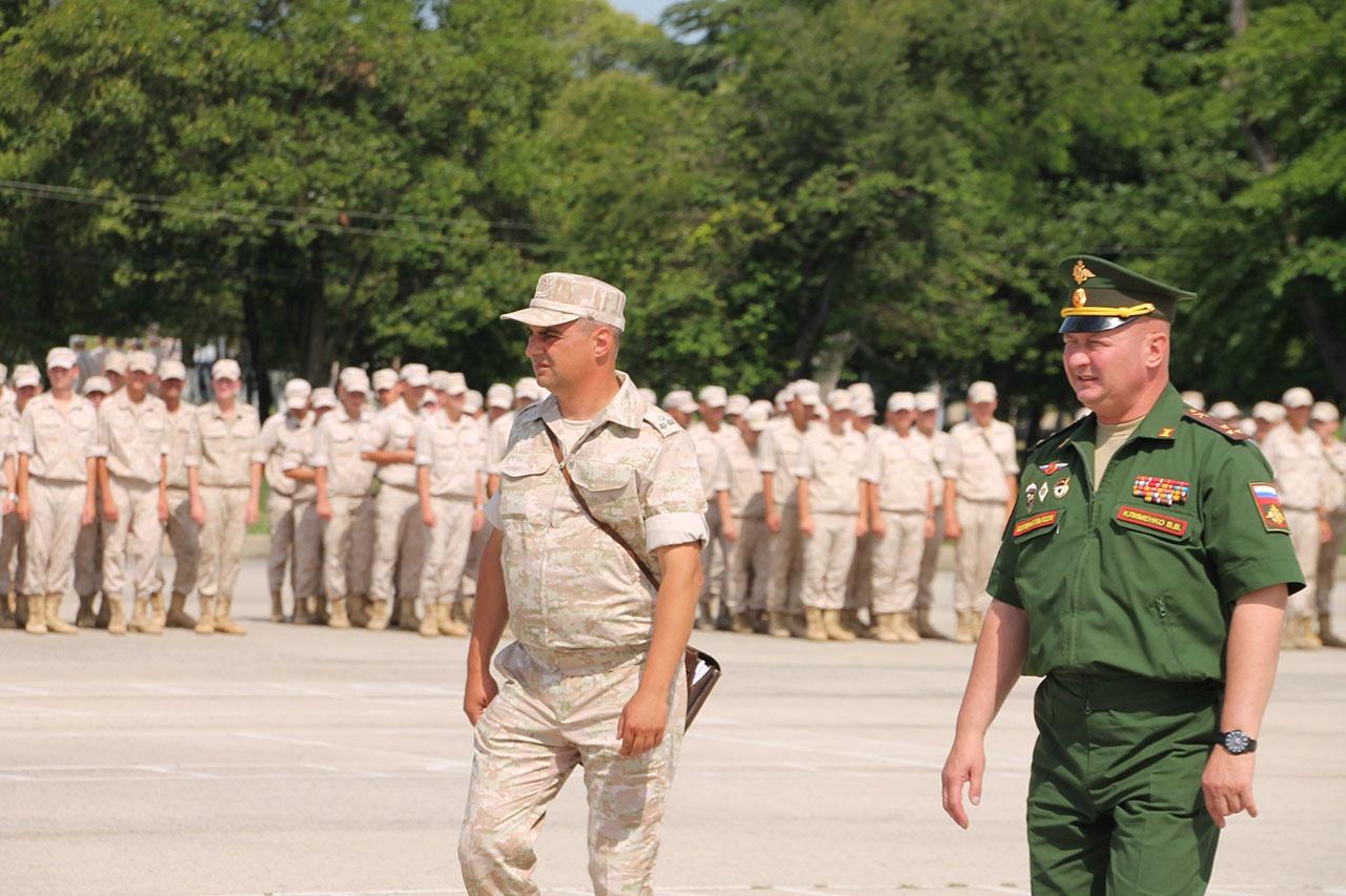 Проблем в отношениях между российскими и абхазскими военнослужащими нет.