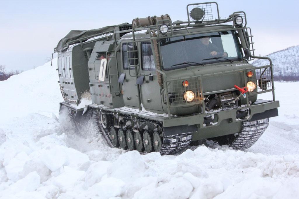 На вооружение недавно поступили новейшие двухзвенные гусеничные плавающие снегоболотоходы ГАЗ-3344-20 «Алеут».