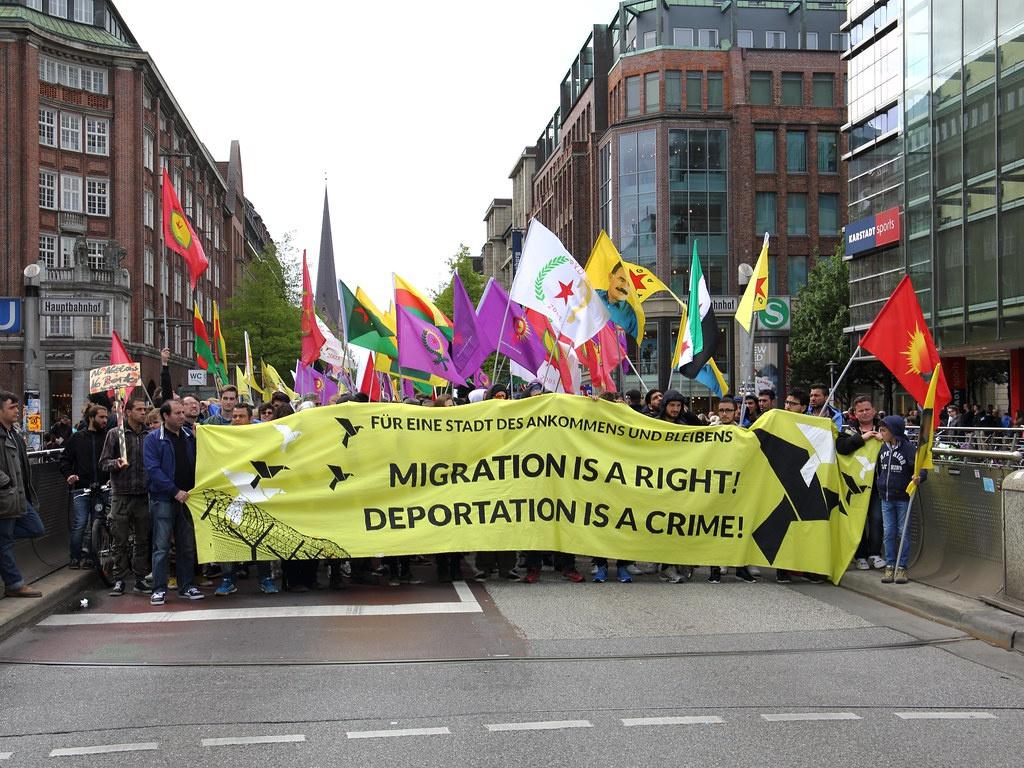 Митинг в поддержку Ангелы Меркель и её политики «открытых дверей».