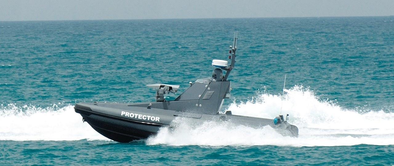 Израильский дистанционно управляемый катер «Протектор» имеет скорость хода 40 узлов.