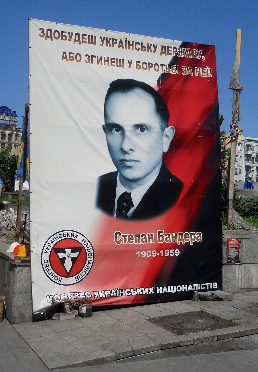 Русский из Петропавловска-Камчатского, прибыв на Украину, может немедленно стать патентованным украинским националистом, полюбить Бандеру и даже отправиться на войну в Донбассе.